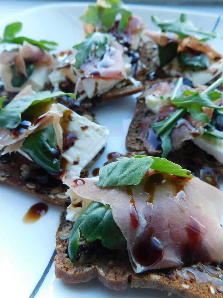 easy prosciutto appetizer with artisan crackers