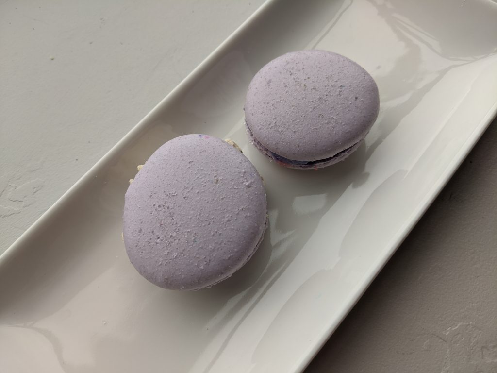 What can savory macarons be filled with